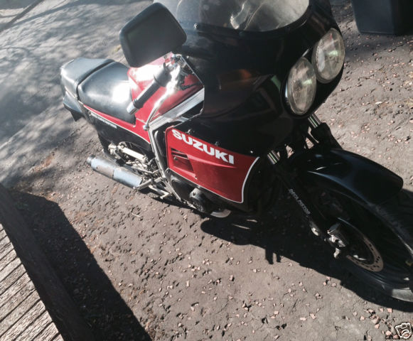 1985 SUZUKI  BLACK/RED