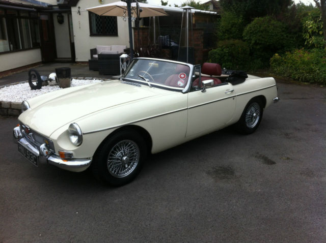 MGB ROADSTER WHITE MANUAL PETROL