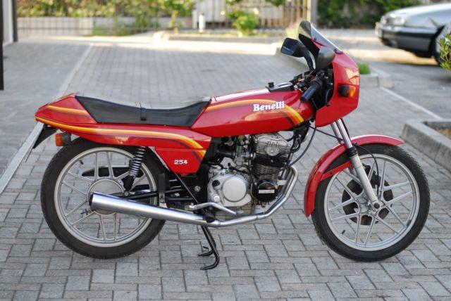 Benelli 254 quattro Classic.