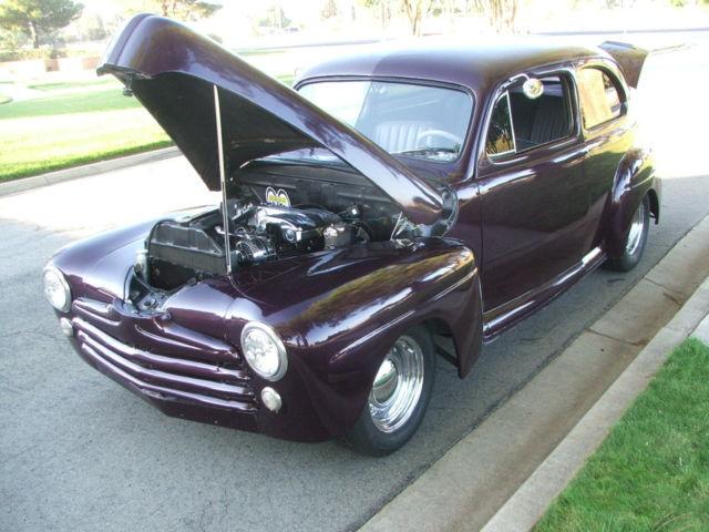 1948 Ford Deluxe 2-door Sedan