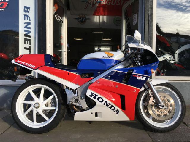 Honda VFR 750 NC 30