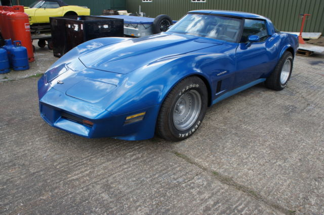 1982 Chevrolet Corvette 350 Auto Coupe 700R4 breaking - All Parts Available