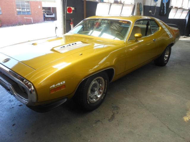 Plymouth Roadrunner 1971  ,Dodge , Chrysler , Chevolet , Pontiac