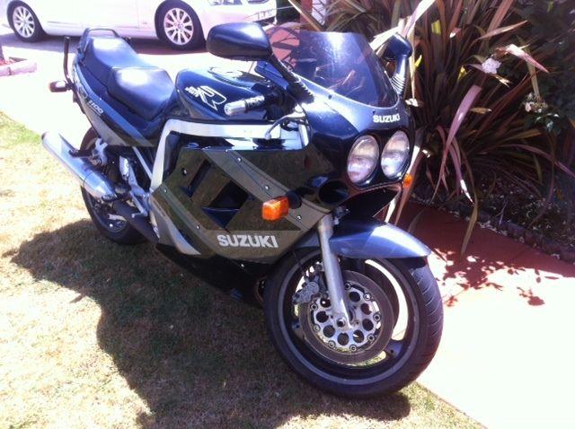 suzuki gsxr 1100 1989 sports bike can go on  club rego suit collector