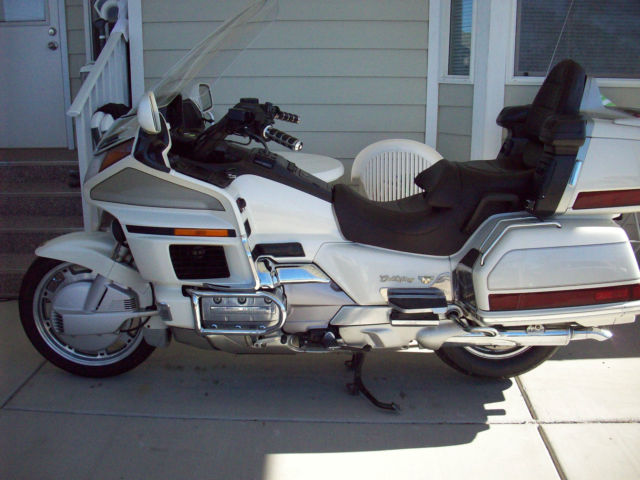 90 HONDA GOLDWING GL1500 SE, PEARL WHITE, LOADED, EXTRAS, EXCELLENT, VERY NICE