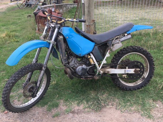 Yamaha DT200 Barn Find 1988 Model Good for parts or restore.Classic Cheap