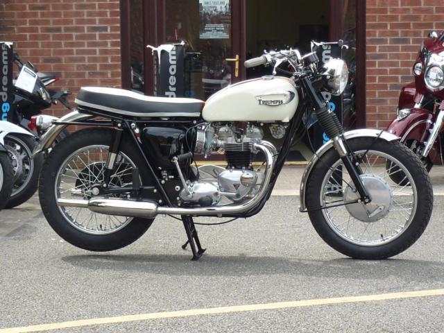 TRIUMPH BONNEVILLE T120R 1966
