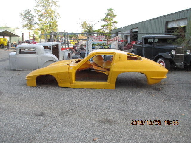 1963 Chevrolet Corvette split window vintage fiberglass replica body