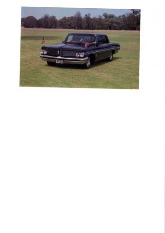 classic car 1962 Pontiac Lauentian