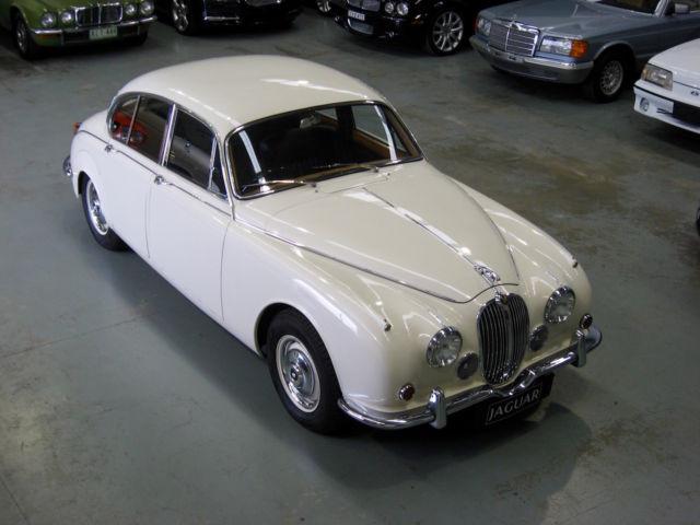 1969 Jaguar 240 Manual