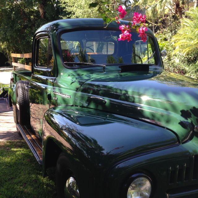1952 International Harvester L110 Pick-Up Truck