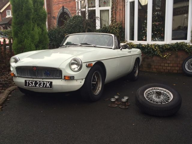 MGB Roadster 1972 with a cheeky twist 1.8 Turbo 5 Speed mot'd restored body