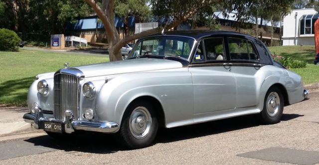 Bentley S1 1957 Black over Silver, made by Rolls Royce