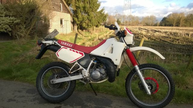 DT 125R Yamaha 1989 White & Red (1980's Retro)