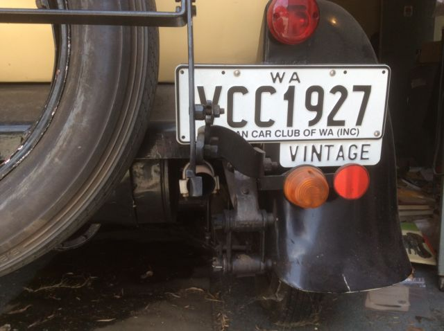 An 1927 Oakland Pontiac car in excellent condition.