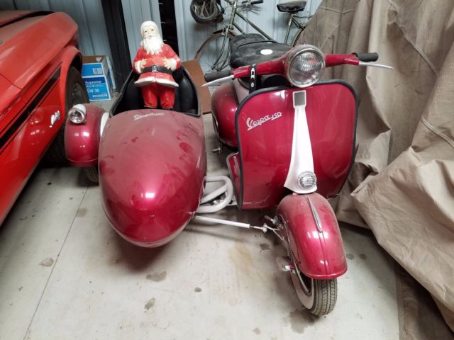 Vespa 1963 with a side car,