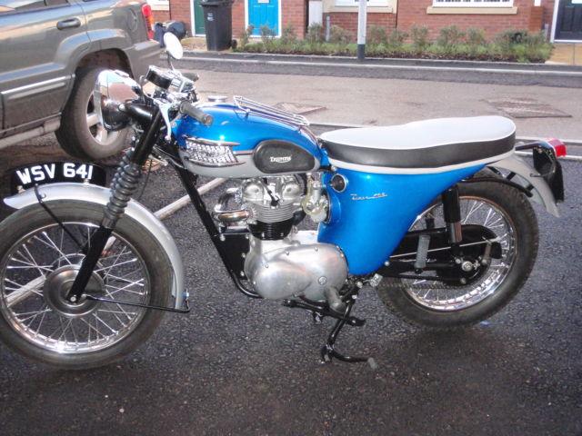 1962 TRIUMPH  SILVER/BLUE