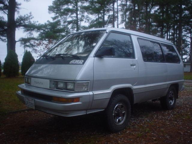 1987 Toyota 4x4 LE van 5speed hi/lo range w/ lock out hubs clean California van