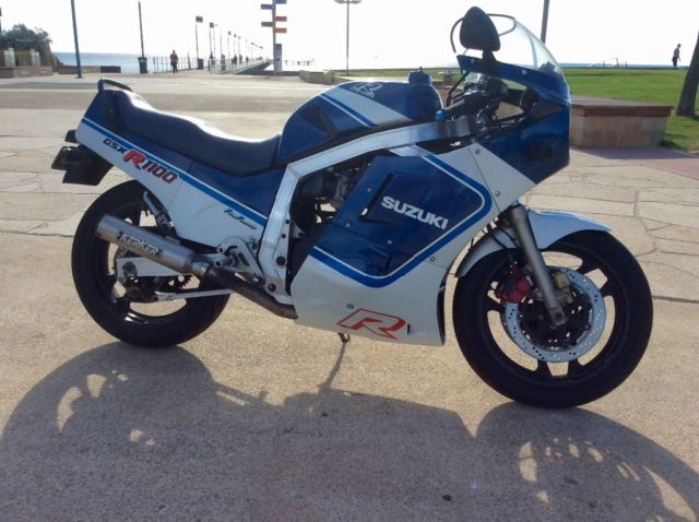 Suzuki motorcycle GSXR1100 slabie 87 model vgc ready for club reg.