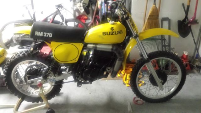 1977 Suzuki RM 370 new Restro