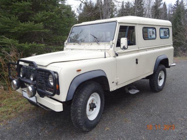 Land Rover : Defender 110 Ambulance Model