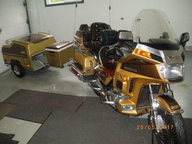 moto honda goldwing 1985 special editon limited with trailer,2 helmets,cooler