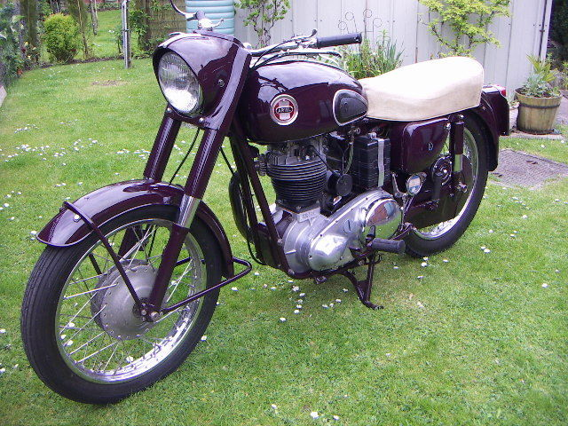 ARIEL NH 350 1958 RED HUNTER SINGLE CYLINDER MOTORCYCLE OVNO