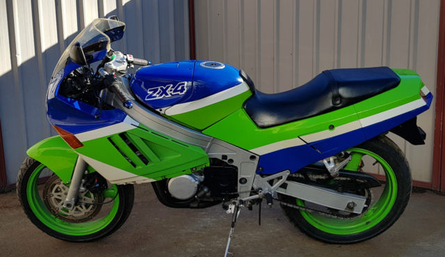 Kawasaki ZX-4 1988 early model ZXR400 4 cylinder sports tourer only 17,800 klms