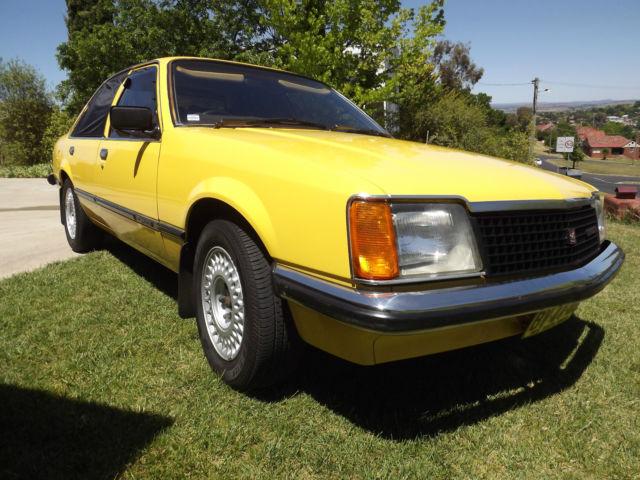 Holden VC Commodore L (1981) 4D Sedan 4 SP Manual (2.8L - Carb)