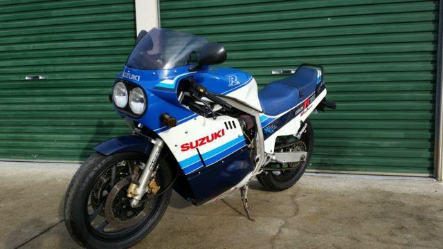 Suzuki GSXR 750 1985 model slabside (slabby 1100 85)