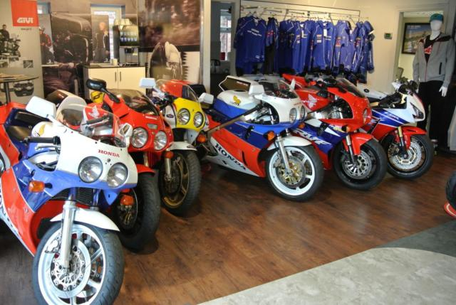 Honda RC30 VFR 750       - WANTED Top  prices paid for all VFR 750 RC30 RC45