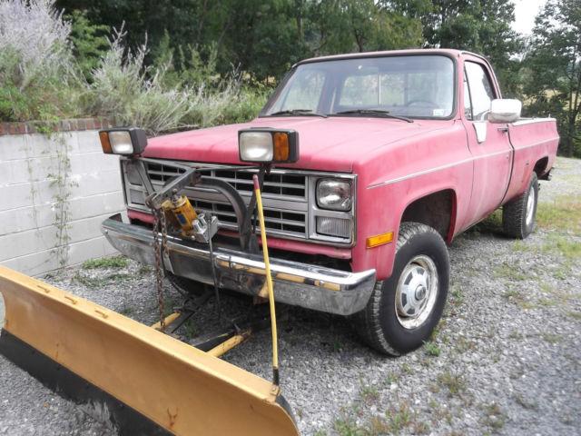 1987 3/4 Ton Custom Deluxe Chevrolet 4 x 4 Truck w/Myers Snow Plow