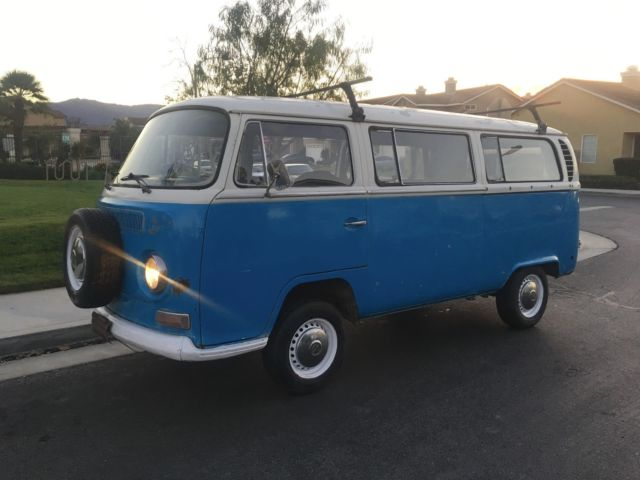 1971 VOLKSWAGEN BUS BAY WINDOW DELUXE PASSENGER