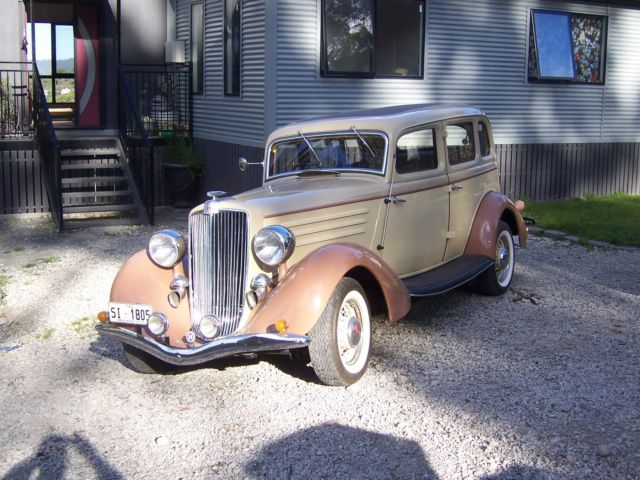 1934 HUPMOBILE SEDAN  VERY RARE