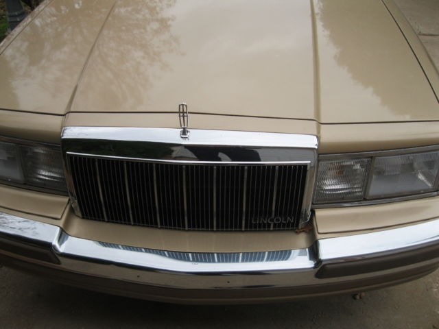 1990 Lincoln Town Car Cartier Sedan 4-Door 5.0L
