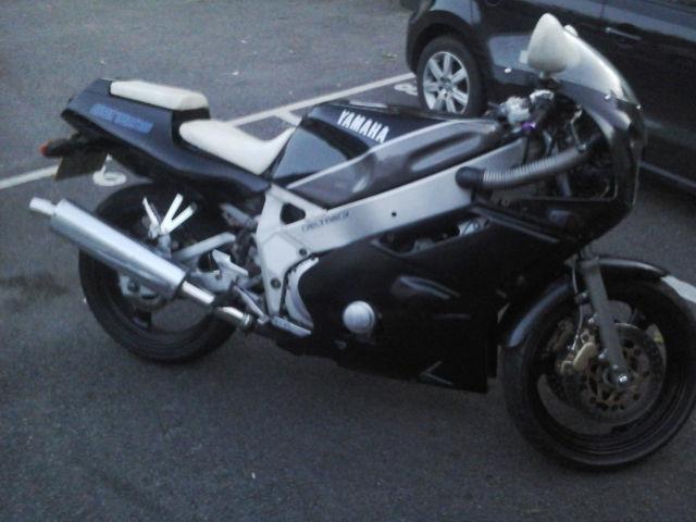 1988 Yamaha FZR 400 * RUNNING * MOT * please read description