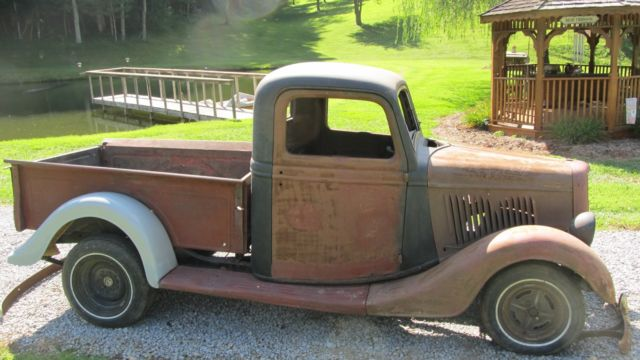 1935 Ford Pick-up Truck.