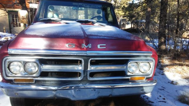 1971 GMC 2500 2WD pickup,350 motor and manual transmission.