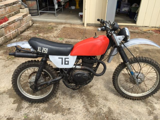 1976 HONDA XL250. Goes ok, New tyres