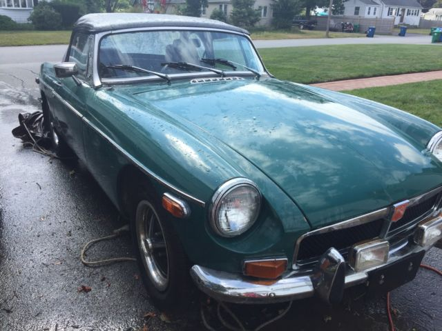 1974 mg/mgb convertible, , 1.8L, runs great,chrome bumpers British racing green