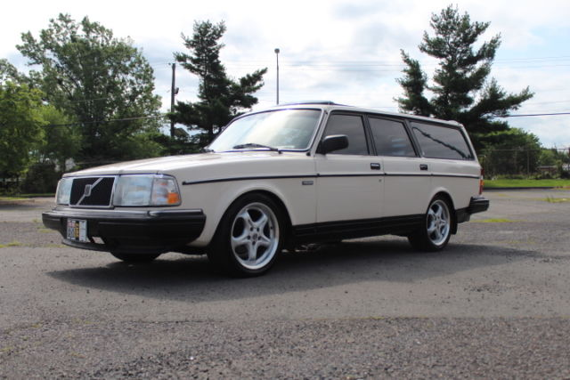 1988 Volvo 240 DL Wagon 4-Door Automatic 4-Speed I4 2.3L