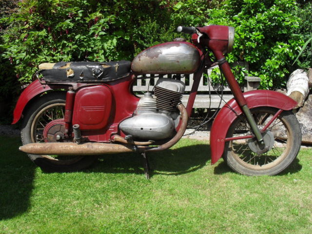 JAWA 559. 250cc Twinport for renovation, engine works.