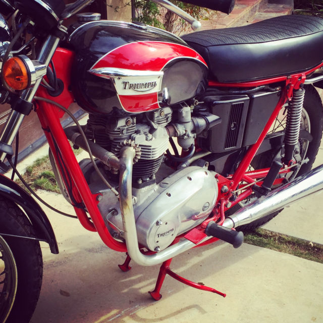 SUMMER IS HERE! 1971 Triumph Bonneville in near perfect condition!