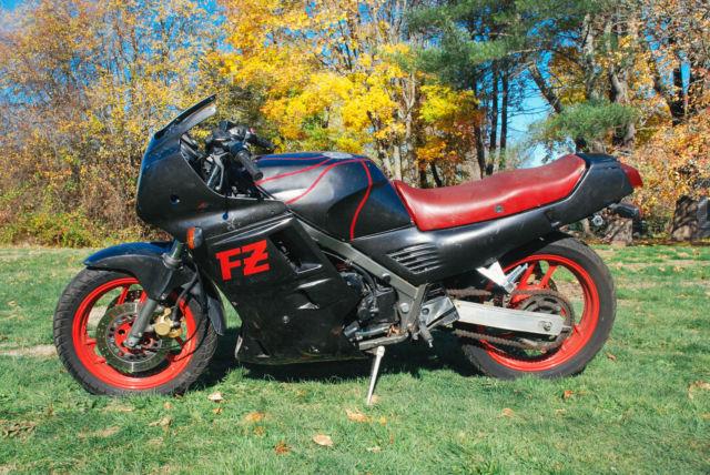 1987 Yamaha FZ 700 Sport Bike FZ700