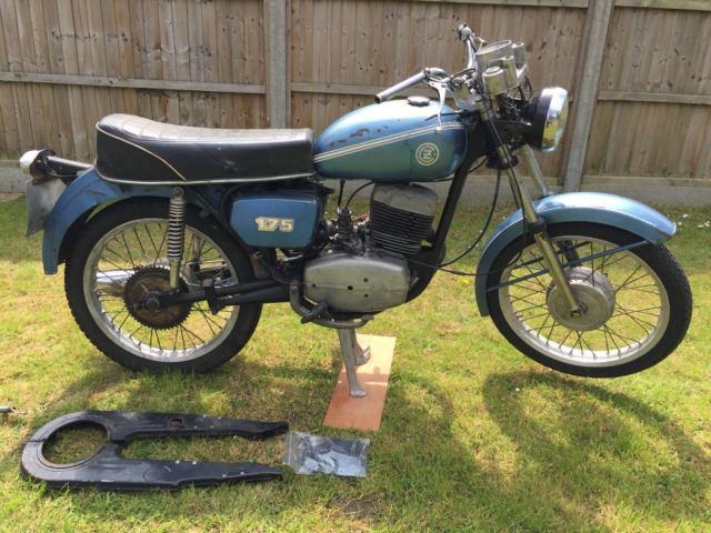 1977 CZ 175  BLUE Barn find restoration project classic bike rare collectors
