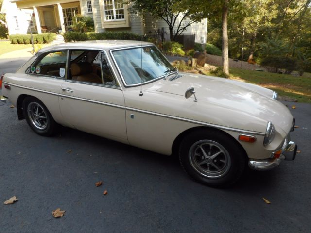 1972 MGB GT, rare overdrive, rust-free west coast car, 1-year only factory color