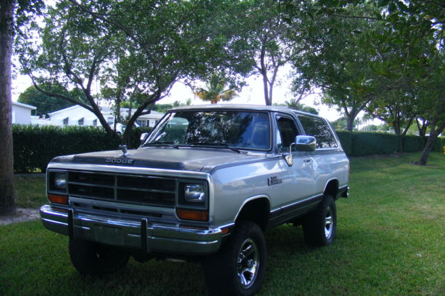1990 Dodge Ramcharger le 150