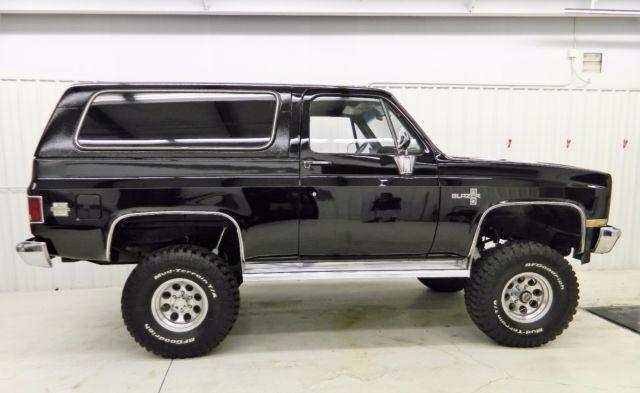 1981 Chevrolet K5 Blazer- 350 V8- AUTOMATIC- 4X4- 6 INCH LIFT
