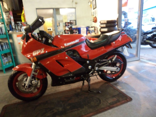 kawasaki gpz 1000 rx gpz1000rx for sale nr ledbury united. Black Bedroom Furniture Sets. Home Design Ideas