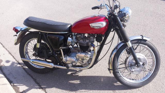 motorcycle Triumph Bonneville 1968 good condition numbers match original color
